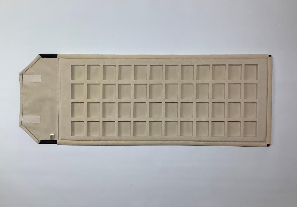 CP 48 --τετραγωνάκι 3,5 cm x 4,5 cm--